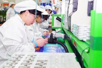 探访富士康工厂:小米9产线全开 工人加班加点