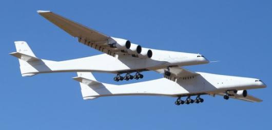 """全球最大飞行器首飞成功—""""同温层发射""""第一次飞入天空"""